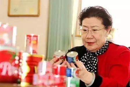 退休女工靠抱大腿年入76亿!清华北大,果然都不如胆子大?