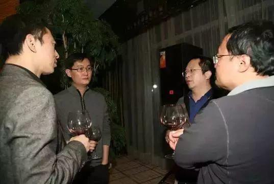 大佬们的复杂酒局:马云从没喝过酒应酬、刘强东酒量大、马化腾最能劝酒!